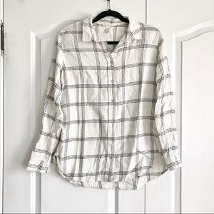 2/$15 ⭐️ H&M White Flannel Button Up Shirt Grid